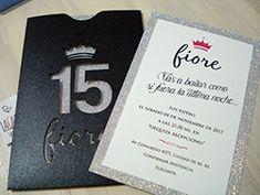 invitaciones con brillo, tarjetas con glitter Quince Invitations, Ideas Para Fiestas, 15th Birthday, Sweet 16, Wedding Cards, Birthdays, Baby Shower, Party, Jenni