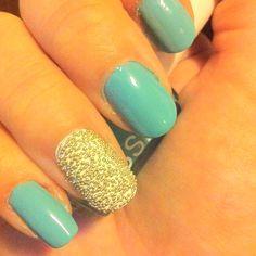 Blah. I wish I had better nail polish/better coordination to even make my nails look pretty.