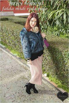 Jersey negro y falda midi rosa palo