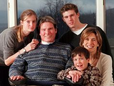 Christopher Reeve with wife Dana and children Alexandra, Matthew and Will. Christopher and Dana Reeve Foundation for spinal cord injury research Christopher Reeve Superman, Matthew Christopher, Dana Reeve, Young Johnny Depp, My Superman, Spinal Cord Injury, Robin Williams, Family Affair, Celebrity Dads