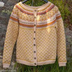 Ferdig #kofte #koftestrikk #røverkofta #wiolastrikk #lekmedtradisjoner #sandnesgarn #norskull #strikking #strikk #strikkeglede #strikkedilla #strikkesida #knitting #knitsagram #følgstrikkere #egostrikk #handmadebyme #diy #wool by lisbethkvalvik