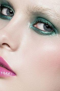 Bright metallic eyes... blue or silver