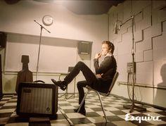 Eddie-Redmayne-leaning-back-in-chair