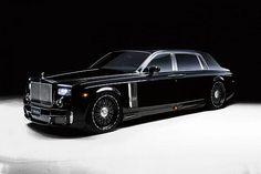 Imagine um Rolls-Royce Phanton, raro, agora na versão alongada, mais ainda. Ai vem o pessoal da Wald International e customiza ainda mais, o modelo da foto é chamado de Black Bison Treatment, para-choques modificados, e rodas 24 polegadas entre outros mimos...