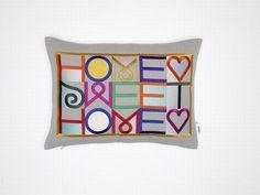 Haftowana poduszka projektu Alexandra Girarda dla marki Vitra  - PLN Design