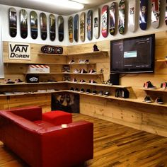 Ive always wanted a room like this like a chill zone just for mee Game Room Design, Gym Design, Skateboard Furniture, Hypebeast Room, Shoe Store Design, Skateboard Shop, Shoe Room, Room Setup, Retail Shop
