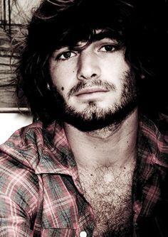 Angus Stone  .menstyles / hair / beards / moustache / fashions / cute / macho / love