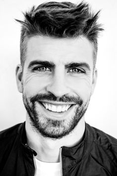 LIKE A MODEL: Gerard Pique - 'The president' who is winner both on pitch & love Ankara Styles For Kids, Trendy Ankara Styles, Gerad Pique, Afro, Sport Hair, Good Soccer Players, Model One, Soccer News, Fc Barcelona