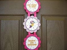 This would be super cute to put on the door of the party! Too cute!