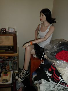 converse girl mannequin