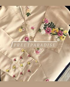 Diy Embroidery Patterns, Embroidery Neck Designs, Hand Embroidery Flowers, Embroidery Suits Design, Embroidery Fashion, Embroidery Dress, Fancy Dress Design, Stylish Dress Designs, Ladies Kurti Design