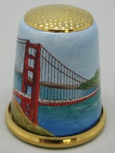 ♡ San Francisco TCI 2012. Halcyon Days. Inglaterra. Bronce esmaltado. Thimble-Dedal-Fingerhut. Vintage Sewing Notions, Vintage Sewing Machines, Vintage Scissors, Sewing Equipment, Halcyon Days, Wooden Spools, Paper Snowflakes, Tatty Teddy, Vintage Tins
