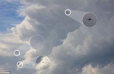 Fotógrafo australiano fotografa dois OVNIs ao lado de avião comercial » OVNI Hoje!