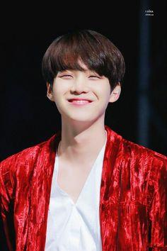 Suga and his adorable gummy smile Daegu, Foto Bts, Bts Photo, Suga Rap, Bts Bangtan Boy, Min Yoongi Bts, Min Suga, Rap Monster, K Pop