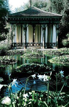 Moroccan pool house. Madison Cox design for Vignelli.