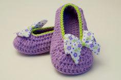 Wunderschöne gehäkelte Ballerina Schuhe halten die Füße deines Kindes schön und warm.  Sie sind gemütlich und aus Baumwolle, egal im Sommer oder ...