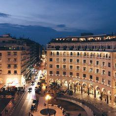 Nᴏᴛʜɪɴɢ ᴄᴏᴍᴘᴀʀᴇs ᴛᴏ ᴜ💙 #aristoteloussquare #thessaloniki #skg Thessaloniki, Macedonia, Dream Life, Paris Skyline, Greece, Colorado, Traveling, Window, This Or That Questions