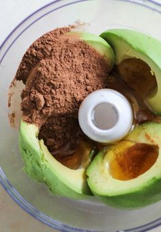 Chocolate Avocado Mousse/Pudding - 2 large avocados, peeled, pitted, and halved cup raw honey ½ cup raw cacao powder (or unsweetened cocoa powder) ¼ cup Almond Breeze Almond Coconut Milk* teaspoon sea salt Desserts Crus, Desserts Sains, Raw Desserts, Finger Desserts, German Desserts, Chinese Desserts, Paleo Dessert, Avocado Dessert, Raw Dessert Recipes
