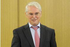 Finanzminister Schneider besucht Göttinger Finanzamt