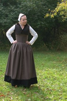 I'm a bit behind on finishing and documenting some Historical Sew Fortnightly challenges so let's get caught up! Elizabethan Fashion, Tudor Fashion, Tudor Dress, Medieval Dress, Renaissance Costume, Renaissance Clothing, Historical Costume, Historical Clothing, Larp