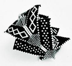 Silver Arrow Cuff by Violetta Pretorius Peyote Patterns, Beading Patterns, Beaded Bracelets Tutorial, Beaded Jewelry Patterns, Bead Jewellery, How To Make Beads, Bead Art, Bead Weaving, Armband