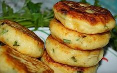 Potato chops with green onions and cheese - super recipe! Vegetarian Recepies, Vegan Recipes, Cooking Recipes, Bread Dough Recipe, Healthy Food Options, Sauerkraut, Baked Potato, Cravings, Food Porn