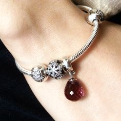 Started my first Pandora , So lovely. #MyPandora  Limited Edition Snowflake Pavè Bead is stunning.