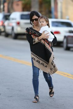 Jenna Dewan-Tatum Totes Her Tot