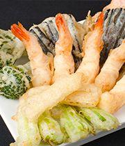 Tempura meets sesame flavour in this innovative way to serve tempura. Tempura, Matsuri Festival, Hina Matsuri, Saveur, Shrimp, Seafood, Menu, Gluten Free, Japanese