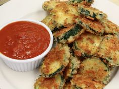 Recipe for Breaded Fried Zucchini Rounds Zucchini Rounds, Zucchini Fries, Zucchini Slice, Best Zucchini Recipes, Vegetable Recipes, Vegetable Dishes, Vegetable Benefits, Great Appetizers, Stuffed Hot Peppers