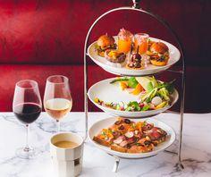 ハイティーとは、 夕方から夜にかけて行われる食事を兼ねたお茶会をさすイギリスの習慣です。 ステラートでは、17時から23時に開催をしています。「女子会」でなく、「ハイティ」しようと言えるとおしゃれですよ! Cobb Salad, Food, Essen, Meals, Yemek, Eten