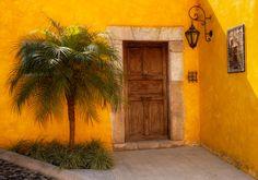 p-a-r-a-d-i-s-o:    Entryway, Antigua, Guatemala,
