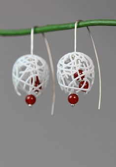 White Statement Dangle Earrings with a combination of 3D printed Nylon, Carnelian Stone Beads and Sterling Silver. #statementearrings #whitedangle #whiteearrings #contemporaryjewelry #whitesilver #largeearrings #ohrringe #großeohrringe #weiß #ohrhänger