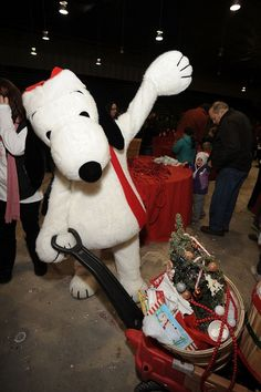 Snoopy, Charlie Brown, & the Peanuts Gang Brought Holiday Cheer To Victims Of Hurricane Sandy