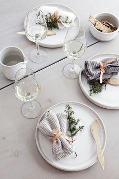 my scandinavian home: Beautiful, simple Danish Christmas DIY inspiration Danish Christmas, Scandinavian Christmas, Modern Christmas, Scandinavian Home, Christmas Diy, Christmas Tabletop, Minimalist Scandinavian, Magical Christmas, Xmas