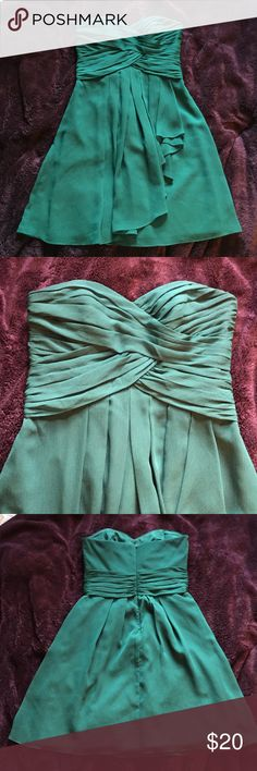 "15$ dresses! David's Bridal Teal dress, size 6 Teal prom or bridesmaid dress in a size 6. Sweetheart neckline. Bust 32"", waist 30"", length from armpit to hem 28"", 100% polyester. Smoke free home😊 David's Bridal Dresses Prom"