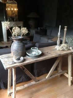 Sidetable Styling Trends for inspiration, interior design advice, real estate styling and won… Sidetable Styling Trends for inspiration, interior design advice, real estate styling and won … – Deko – Interior Design Advice, Cool Ideas, Home Decor Inspiration, Decor Ideas, Modern Rustic, Rustic Decor, Living Room Decor, Family Room, Sweet Home
