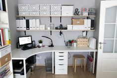 ideas sewing table desk home office for 2019 Diy Sewing Table, Sewing Machine Tables, Small Room Bedroom, My Room, Table Desk, Diy Table, Dit Room Decor, Diy Light Fixtures, Studio Room