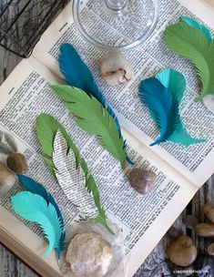 Paper Feathers by lia griffith   Kollabora Diy Paper, Paper Art, Paper Crafts, Kids Crafts, Diy And Crafts, Arts And Crafts, Diy Projects To Try, Craft Projects, Craft Ideas