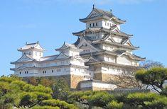 Photographic Print: Himeji Castle, Honshu, Japan Poster by Steve Vidler : Edinburgh Castle, Windsor Castle, Era Meiji, Himeji Castle, Medieval Fortress, Japanese Castle, Renaissance Architecture, Neuschwanstein Castle, Fantasy