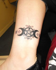 Triple Goddess and pentacle
