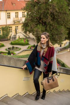 Prague Part 2 - Gal Meets Glam / Julia Engel Fall Winter Outfits, Winter Wear, Autumn Winter Fashion, Winter Cape, Trench Coats, Elle Moda, Estilo Preppy, Casual Outfits, Fashion Outfits
