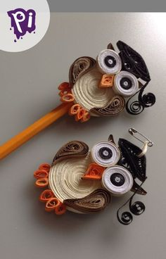Mini Owl to remember Filigree Graduation - Quilling Ideas Paper Quilling Tutorial, Paper Quilling Cards, Paper Quilling Jewelry, Paper Quilling Patterns, Origami And Quilling, Quilled Paper Art, Paper Jewelry, Neli Quilling, Quilling Images