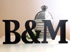 """Die besondere Geschenkidee für Verliebte:    2 Holzbuchstaben (z.B. Initialen des Brautpaares) verbunden mit einem """"&"""" in der  Trendfarbe schwarz/ lie"""