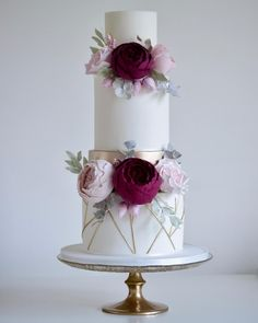 Cake decorating isn't quite as hard as it looks. Listed below are a couple of straightforward suggestions and tips to get your cake decorating job a win Floral Wedding Cakes, Fall Wedding Cakes, Wedding Cake Rustic, Elegant Wedding Cakes, Elegant Cakes, Beautiful Wedding Cakes, Wedding Cake Designs, Beautiful Cakes, Pretty Cakes