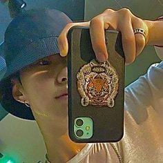 Seventeen Album, Hoshi Seventeen, Lock Icon, Instagram Editing Apps, Seventeen Wallpapers, Aesthetic Vintage, K Idols, Korean Singer, Boy Bands
