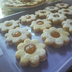 Chimney Cake, Biscotti Cookies, Christmas Snacks, Creative Crafts, Pasta, Macarons, Doughnut, Biscuits, Lunch Box