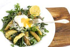Aardappelsalade met gepocheerd ei