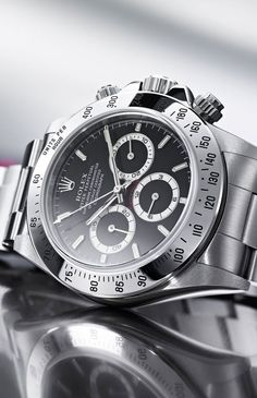 Rolex Cosmograph Daytona - Il Cronografo. Stainless steel with a black face. Timeless.