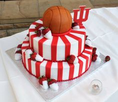 basketball cake balls instead of strawberries Yummy Treats, Delicious Desserts, Sweet Treats, Cake Icing, Cupcake Cakes, Cupcakes, Striped Cake, Basketball Birthday, Basketball Cakes